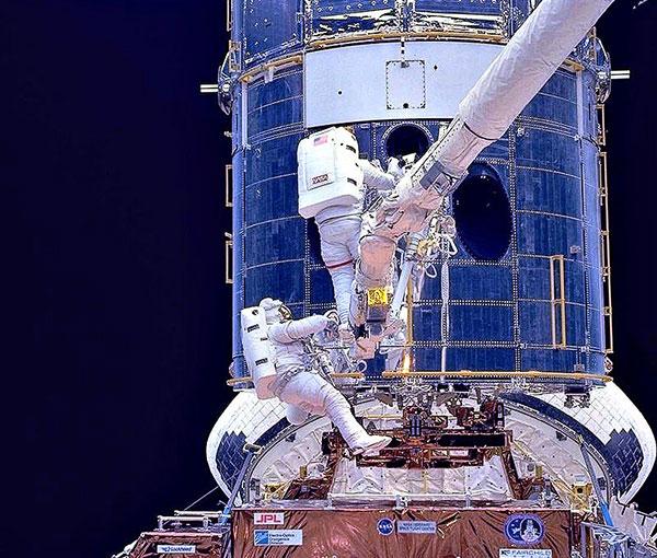 Hubble mirrors
